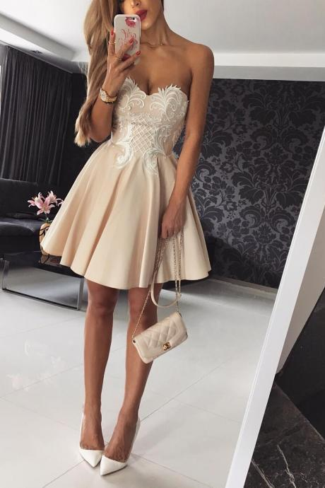 Cute Sweetheart Short Mini Champagne Homecoming/Prom Dress with Lace Appliques